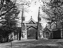 Mount_Royal_Cemetery_gate